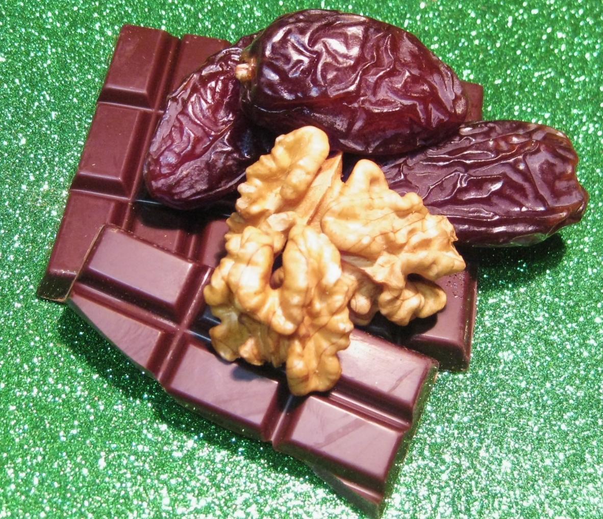 Dattrige Nuss in Schokolade: Datteln mit Walnuss in Bitterschokolade