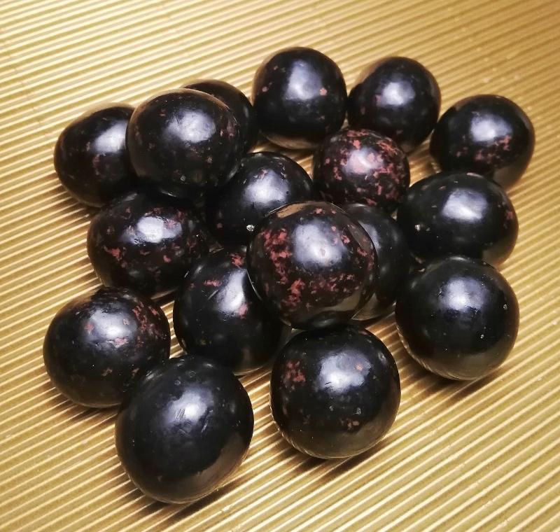 Lakritzbällchen in Vollmilchschokolade