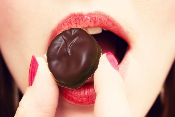 Trockenfrüchte in Schokolade