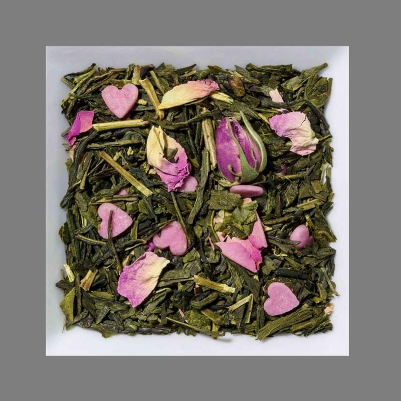 Sahne-Erdbeere. Natürlich aromatisierter grüner Tee mit Zuckerherzen