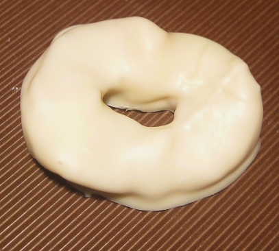 Apfelringe in weißer Schololade